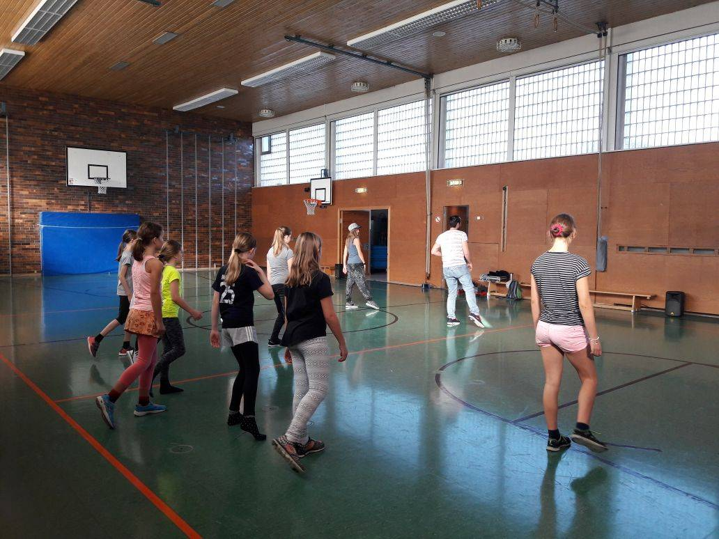 "Workshop zu ""NO ROOTS"" in Reithmehring"